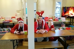 Weihnachtswichtel bei der Arbeit